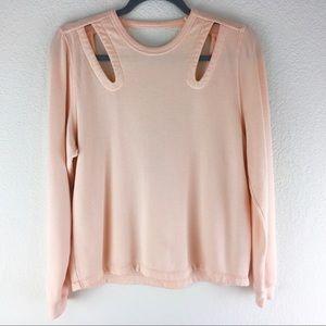 Distressed peach sweater C27